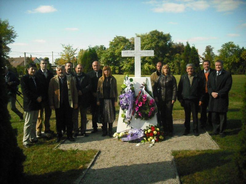 Delegacija Tranave V  Medera i Srbije na groblju