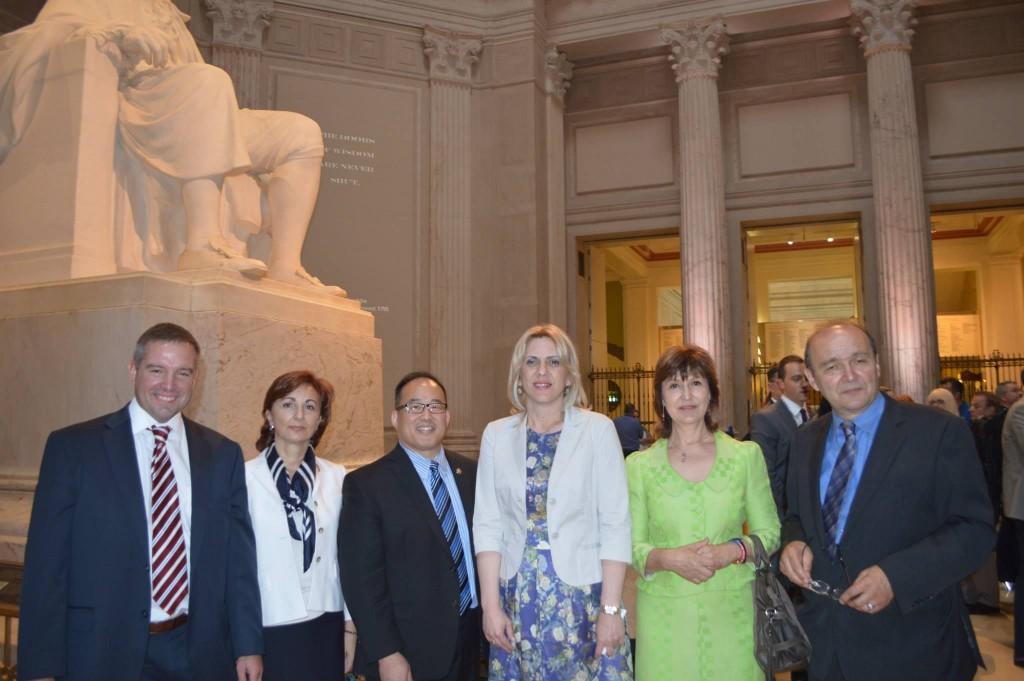 Željka Cvijanović dr Slavka Drašković i članovi TNF na Vidovdan 2014 u SAD