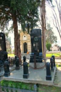 Гроб Лазе Пачуа на Новом гробљу у Београду