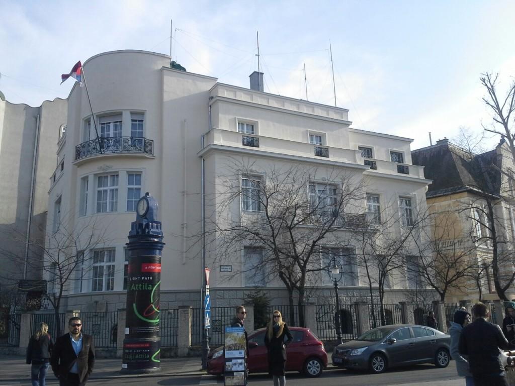 ambasada u madj.